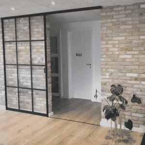 Newyorker-skydedør på murstensvæg, Svane Glas